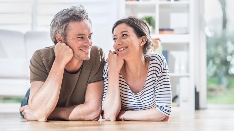 Cheveux gris : Les femmes d'abord ?