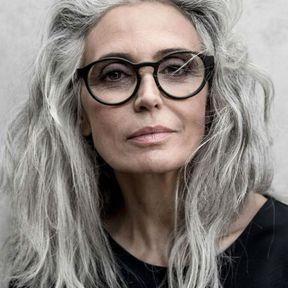 Prendre soins de ses cheveux gris