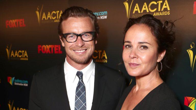 L'acteur Simon Baker et Rebecca Rigg divorcent
