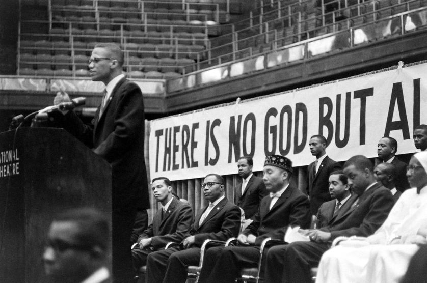 Malcolm X s'adressant au public