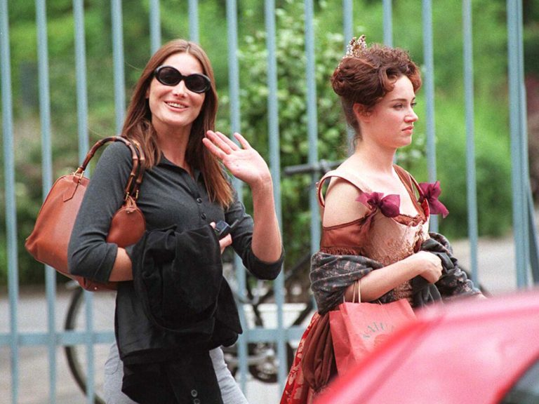 Carla Bruni Sarkozy : son incroyable amitié avec la marraine de son fils