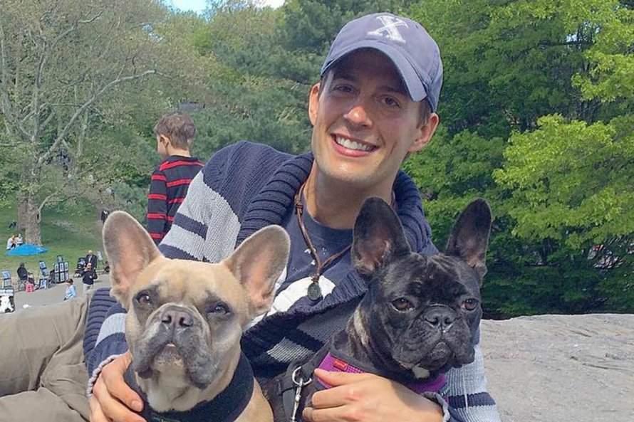 Gaga - Son promeneur et ses chiens